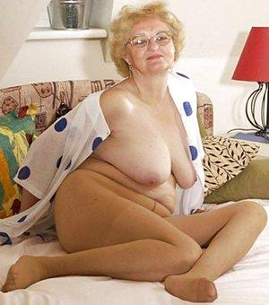 Pantyhose pics granny nylon3D